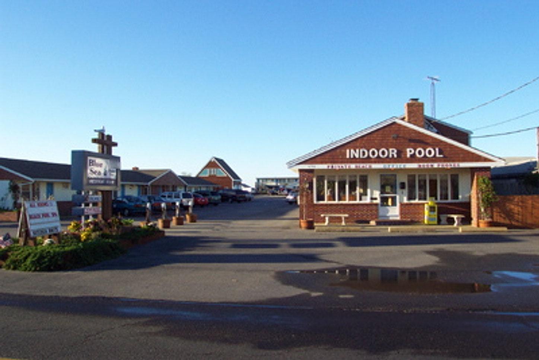 Blue sea motor inn provincetown ma motel hotel on cape for Viking shores motor inn