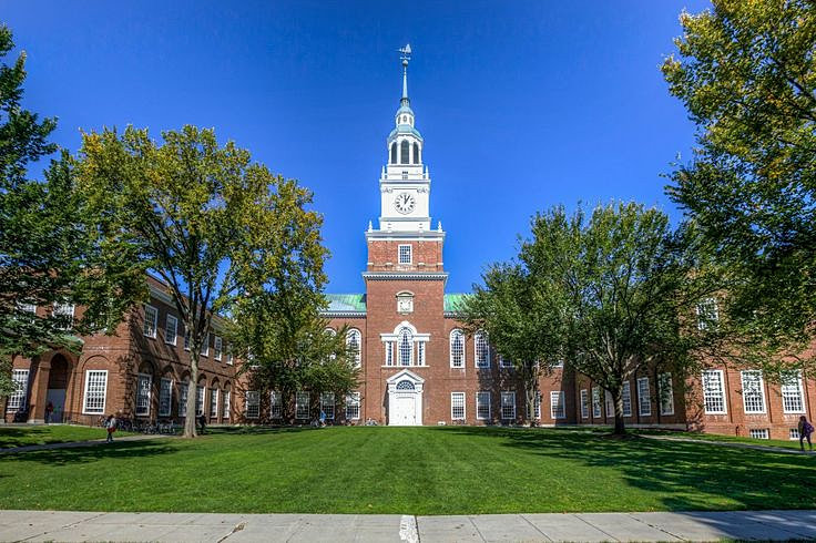 What kind of Extracurricular activities can i do to be accepted to dartmouth?