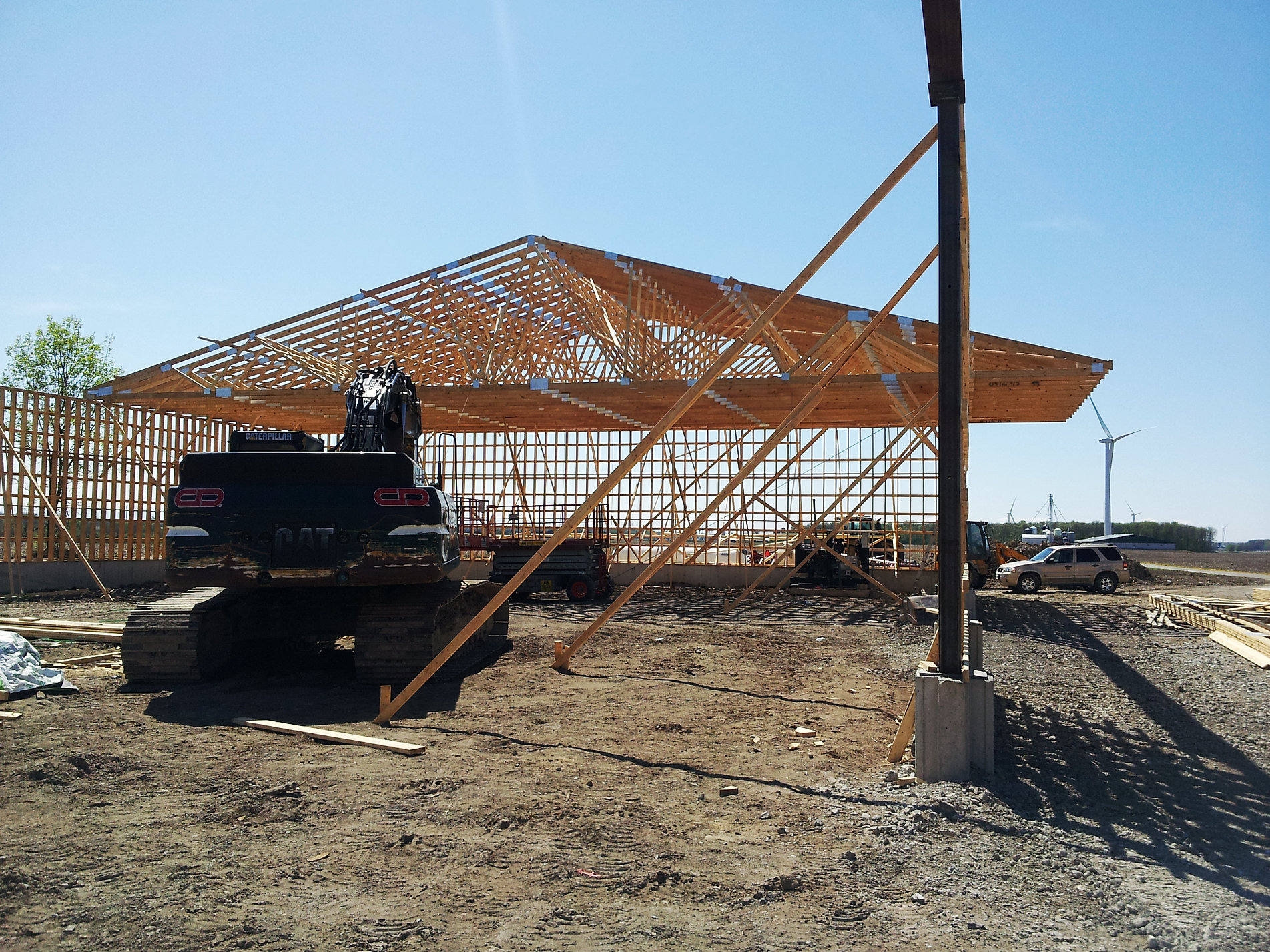 Tandelle pacer ontario roof trusses for Pre engineered roof trusses