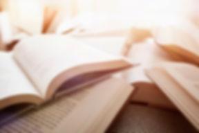 Несколько открытых книг