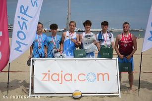 uczestnicy turnieju siatkówki plażowej w Sopocie