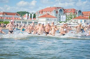 wyscig pływacki dookoła molo w Sopocie