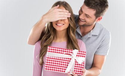 Как сделать так чтоб мужчина дарил подарки сам