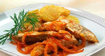 Рыба с луком жареная по ленинградски