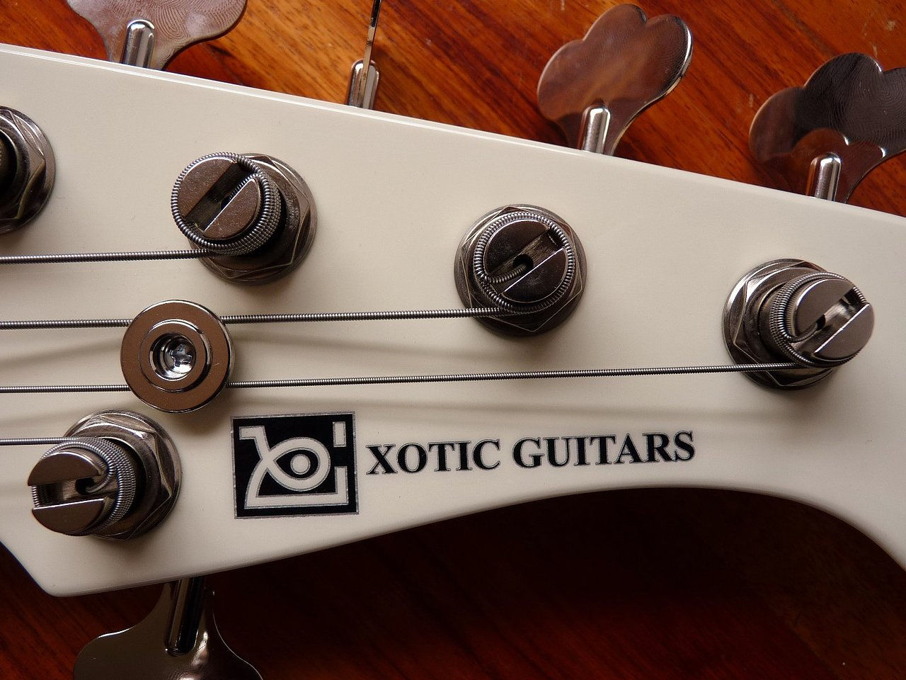 XOTIC GUITARS