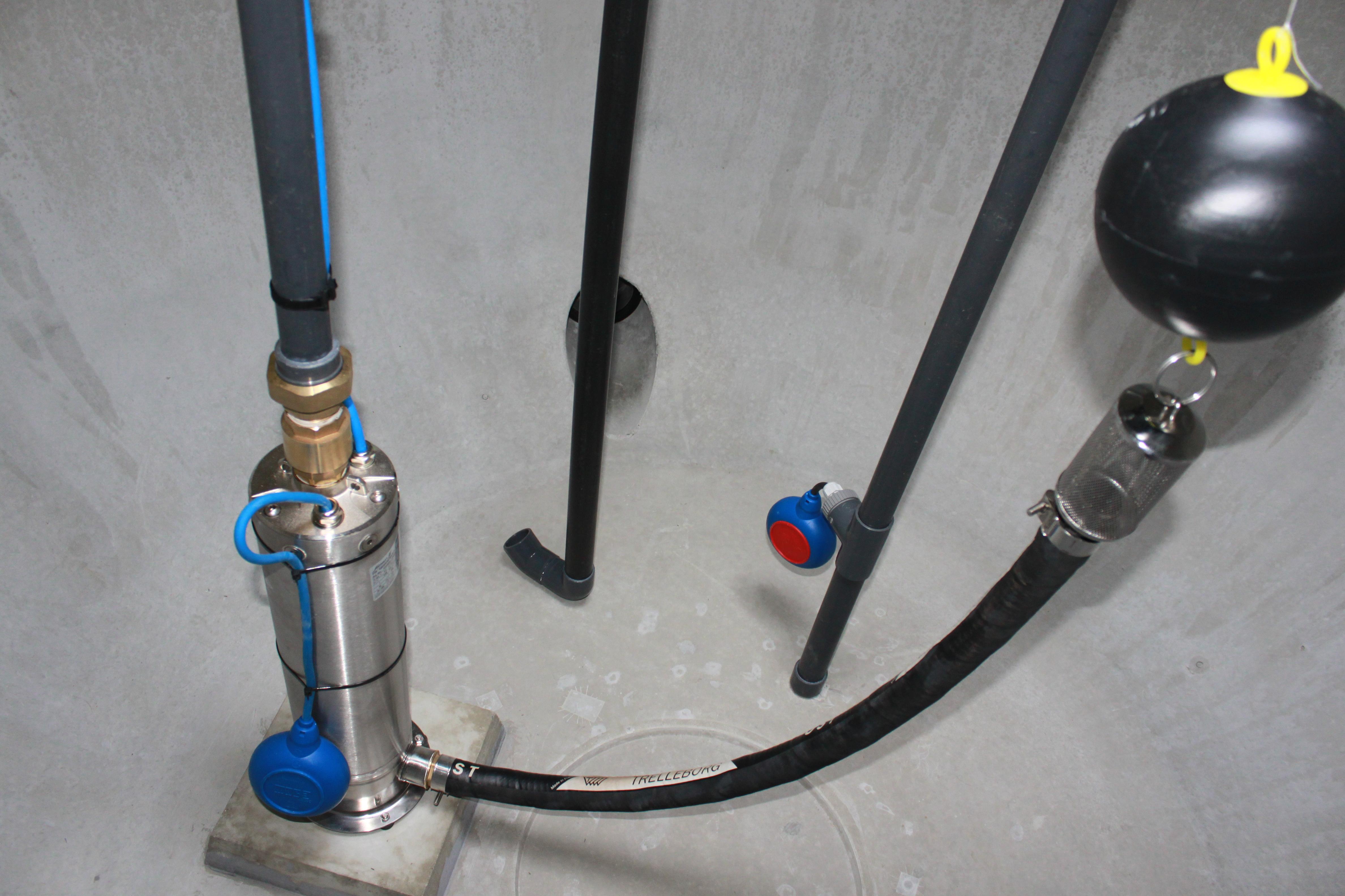 pompe pour cuve r cup ration eau de pluie bande transporteuse caoutchouc. Black Bedroom Furniture Sets. Home Design Ideas