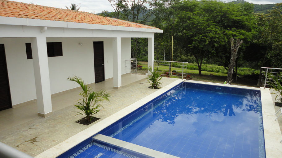 Proyecto lotes y casas campestres cerros de guacana for Modelos de casas con piscina