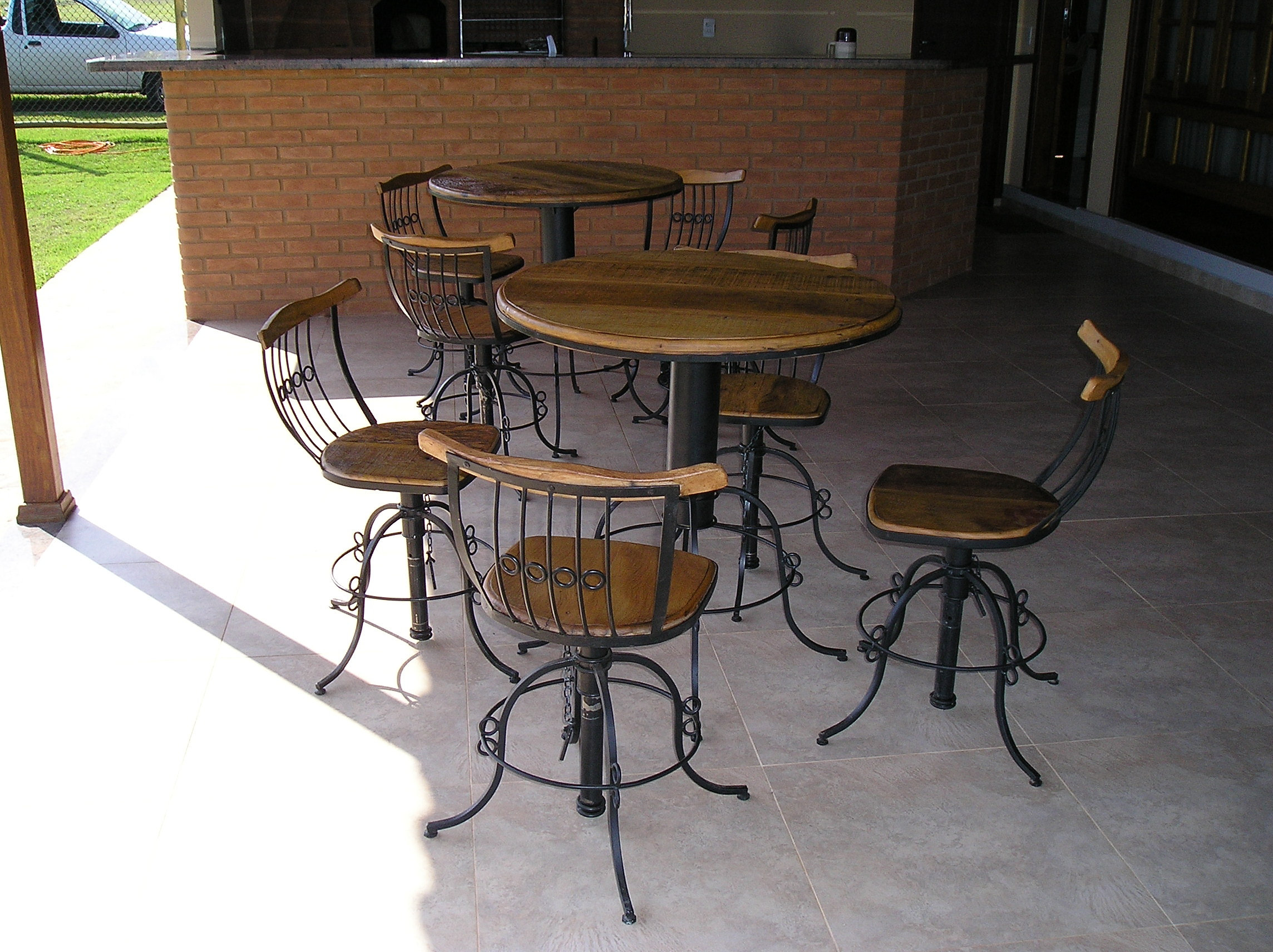 feito em Ferro e madeira de delição c/ 80cm de diâmetro   Banquetas  #819833 2288x1712