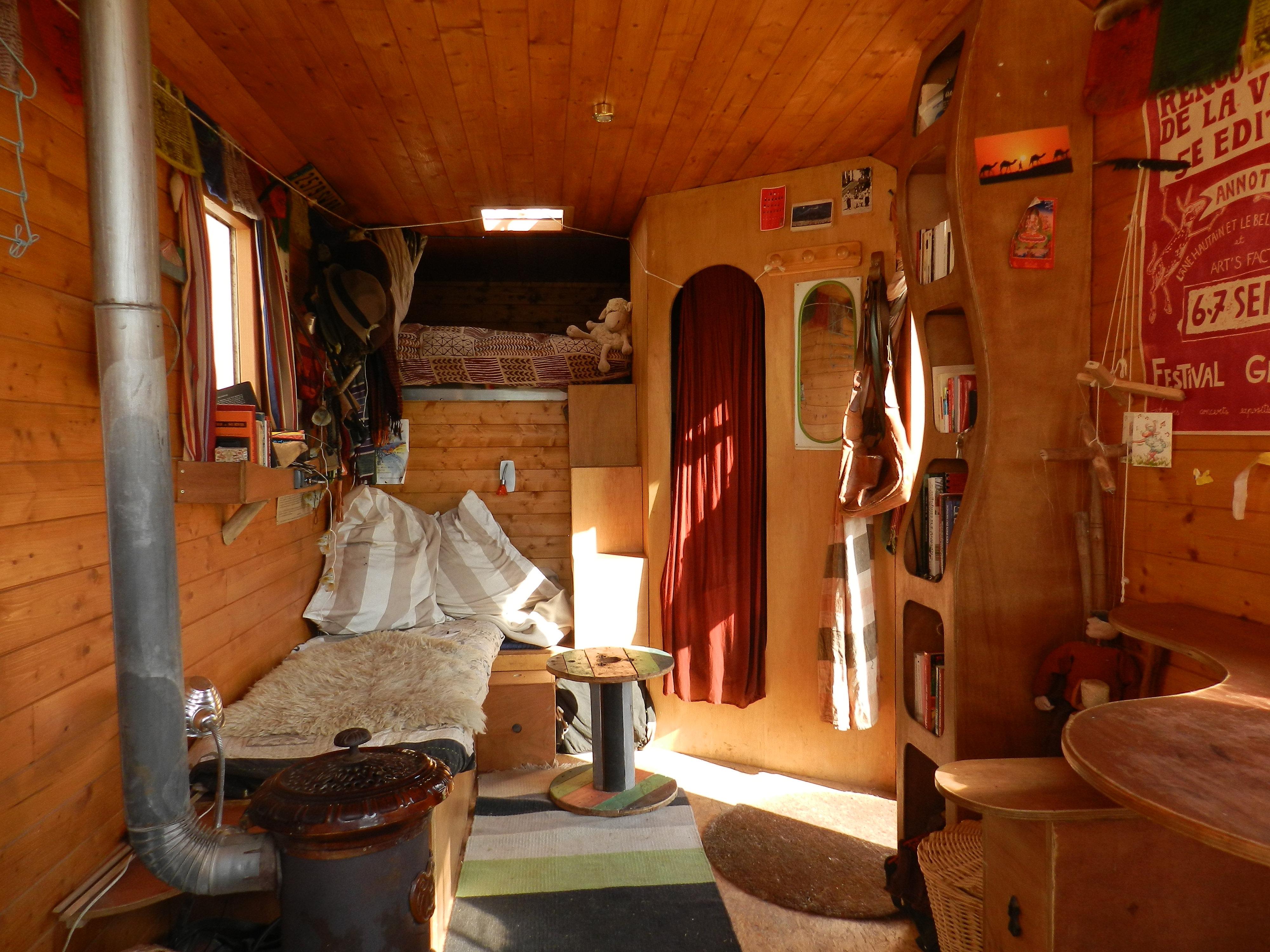 fabrique atypique am nagement de v hicule construction de roulotte am nagement de camion. Black Bedroom Furniture Sets. Home Design Ideas