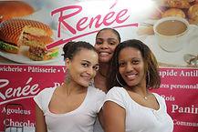Employées Renée accueillantes et souriantes dans un restaurant Renée en Guadeloupe