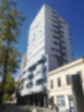 Edifício dissonante. Torre da Praça da República (1974-79). © António Moreira, 2018. Arquivo O Riomaiorense.