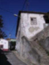 Casa na Rua de D. Fernando I, n.o 6. © Nuno Rocha, 2005. Arquivo O Riomaiorense.