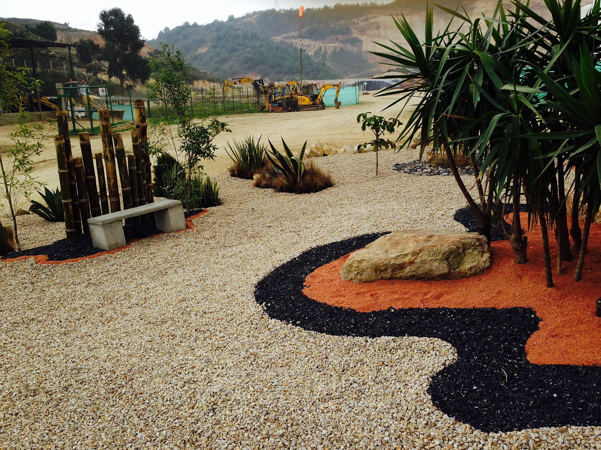 Jardines deserticos for Adornos para parques y jardines