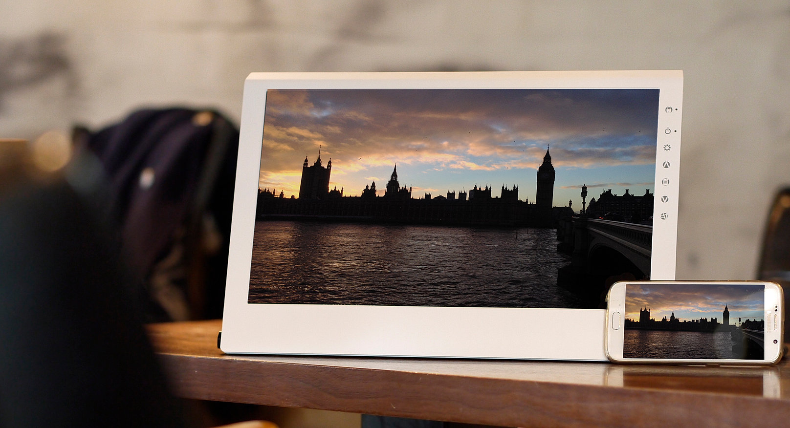 Gechic cran portable 2501c 15 6 for Photo ecran portable