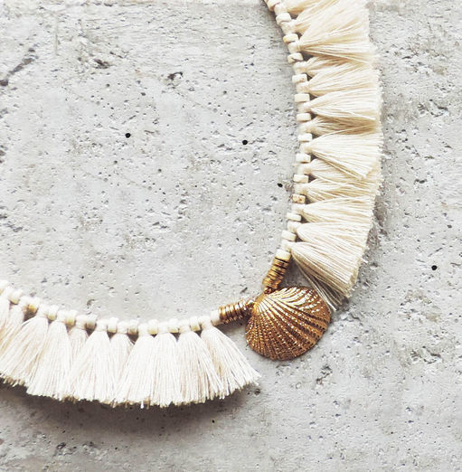 """Elise Tsikis: """"ELYES"""" pompons - COLLIER / NECKLACE - Hiphunters Shop"""