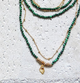 "Elise Tsikis: SAUTOIR / LONG NECKLACE ""ELOAS"" vert 
