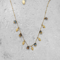 "Elise Tsikis: SAUTOIR / LONG NECKLACE ""DAYA"" gris 