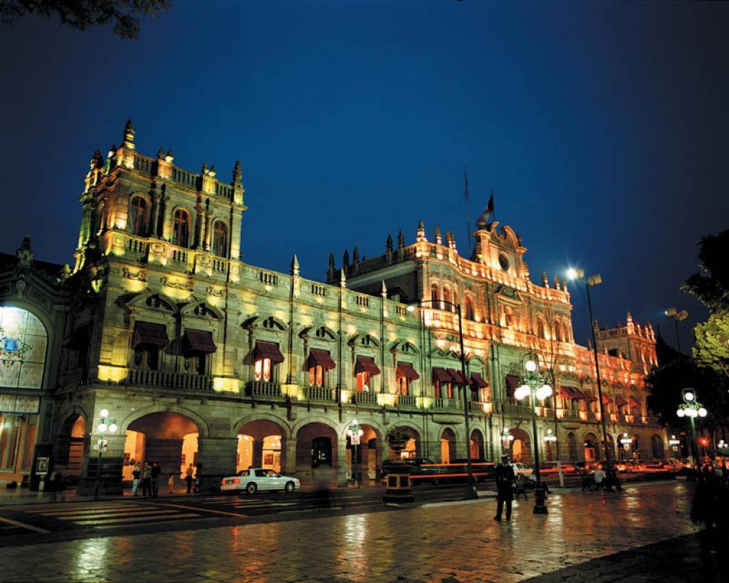Palacio Municipal de la ciudad de Puebla de noche