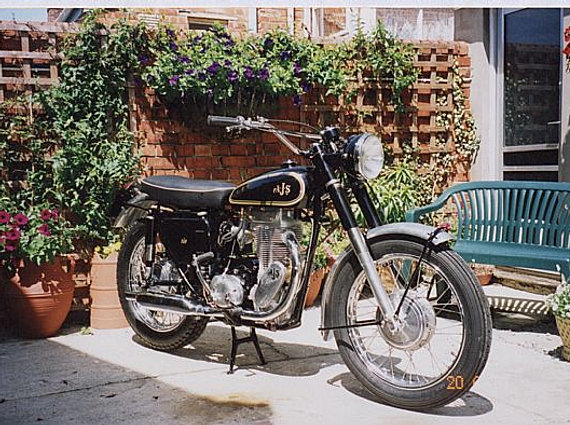 Matchless G85TCS;  AJS 18TCS