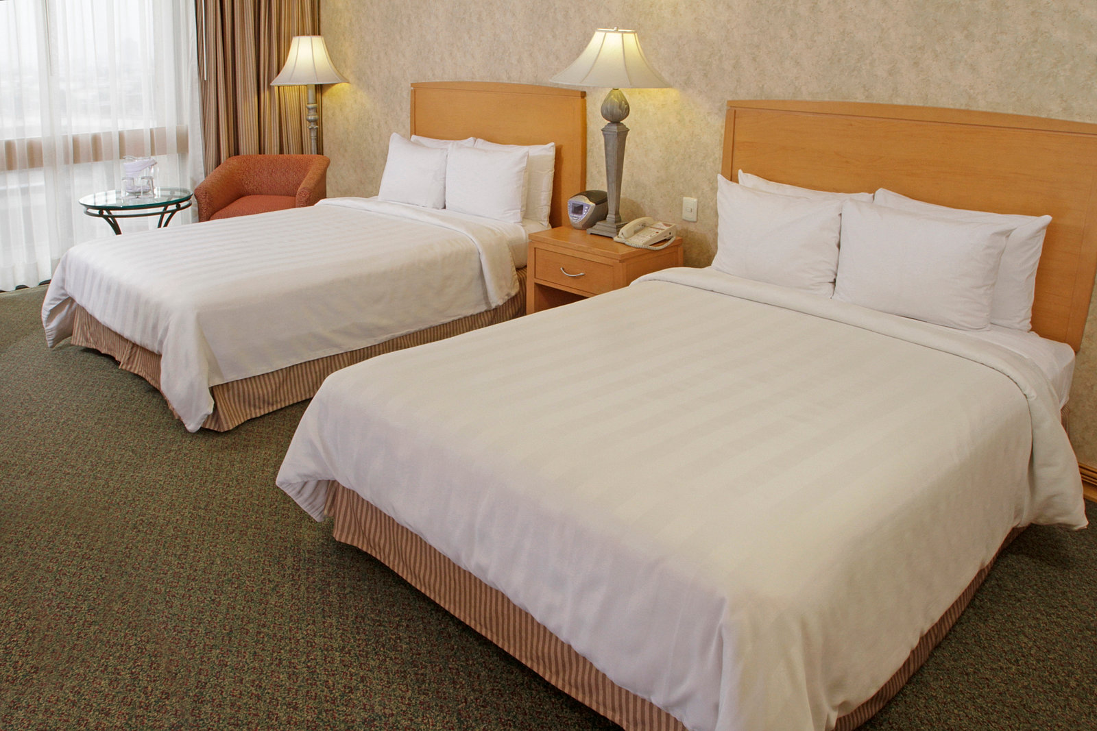 Hoteles milenium habitaci n est ndar 2 camas for Camas de 1 20