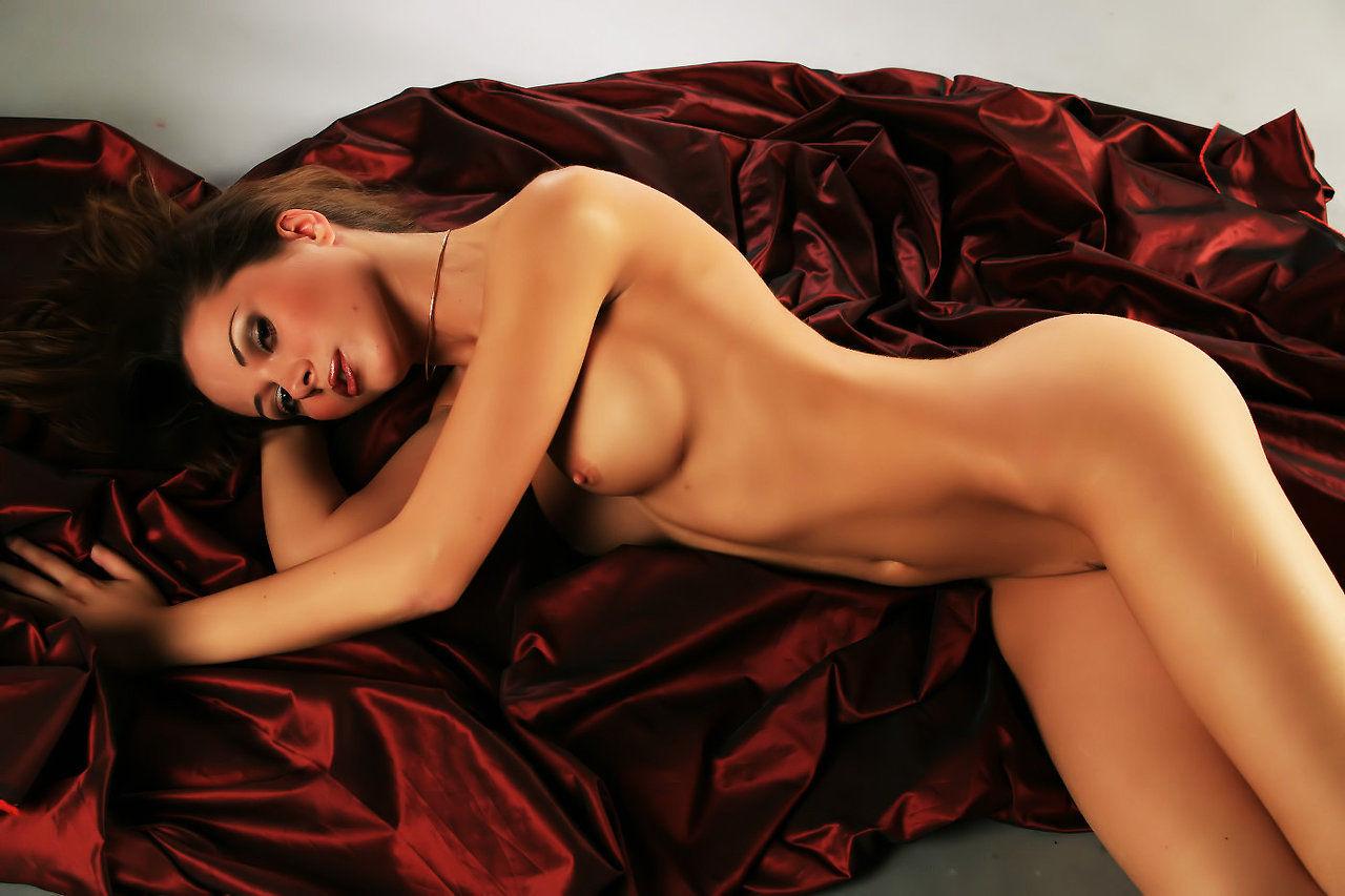 yuliya-zaharova-eroticheskie-foto