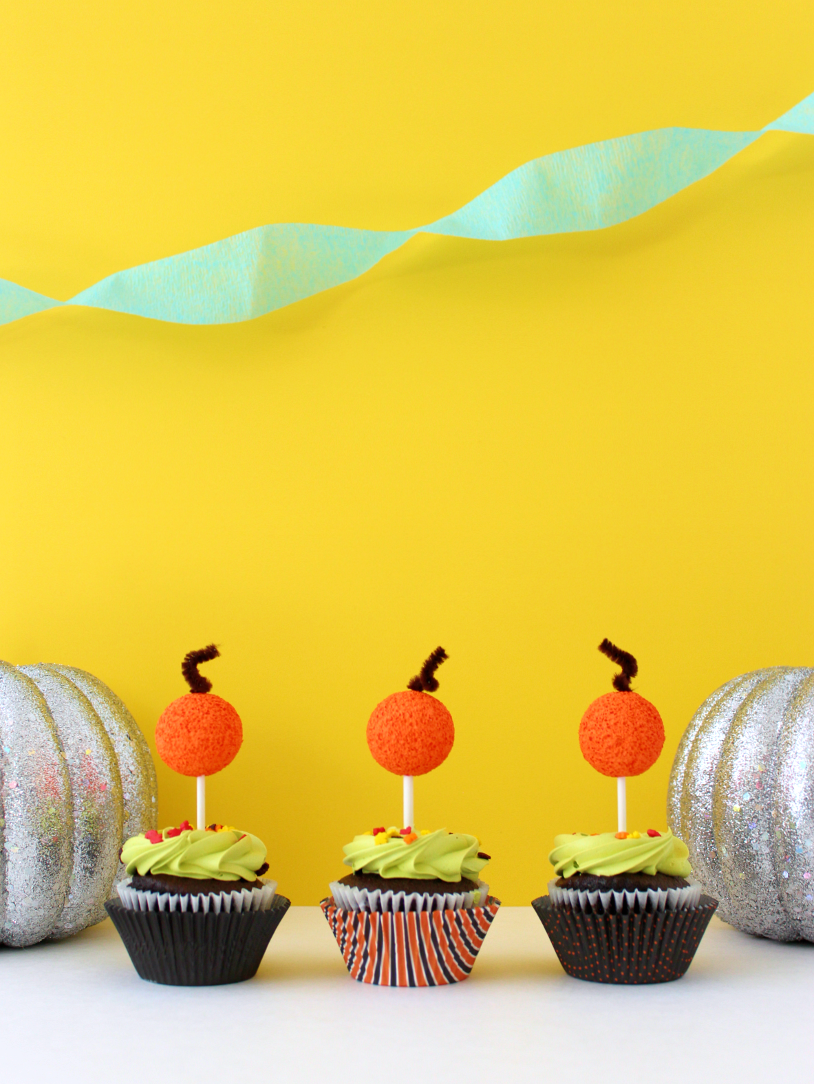 DIY FOAM BALL PUMPKIN CUPCAKE TOPPERS