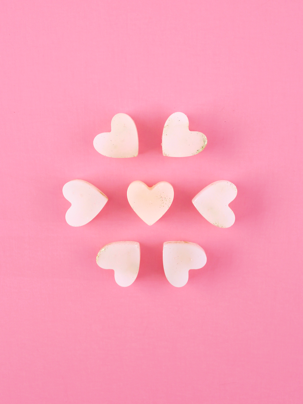 DIY HOT GLUE & GLITTER HEARTS (TO DO WITH WHAT YOU WANT)