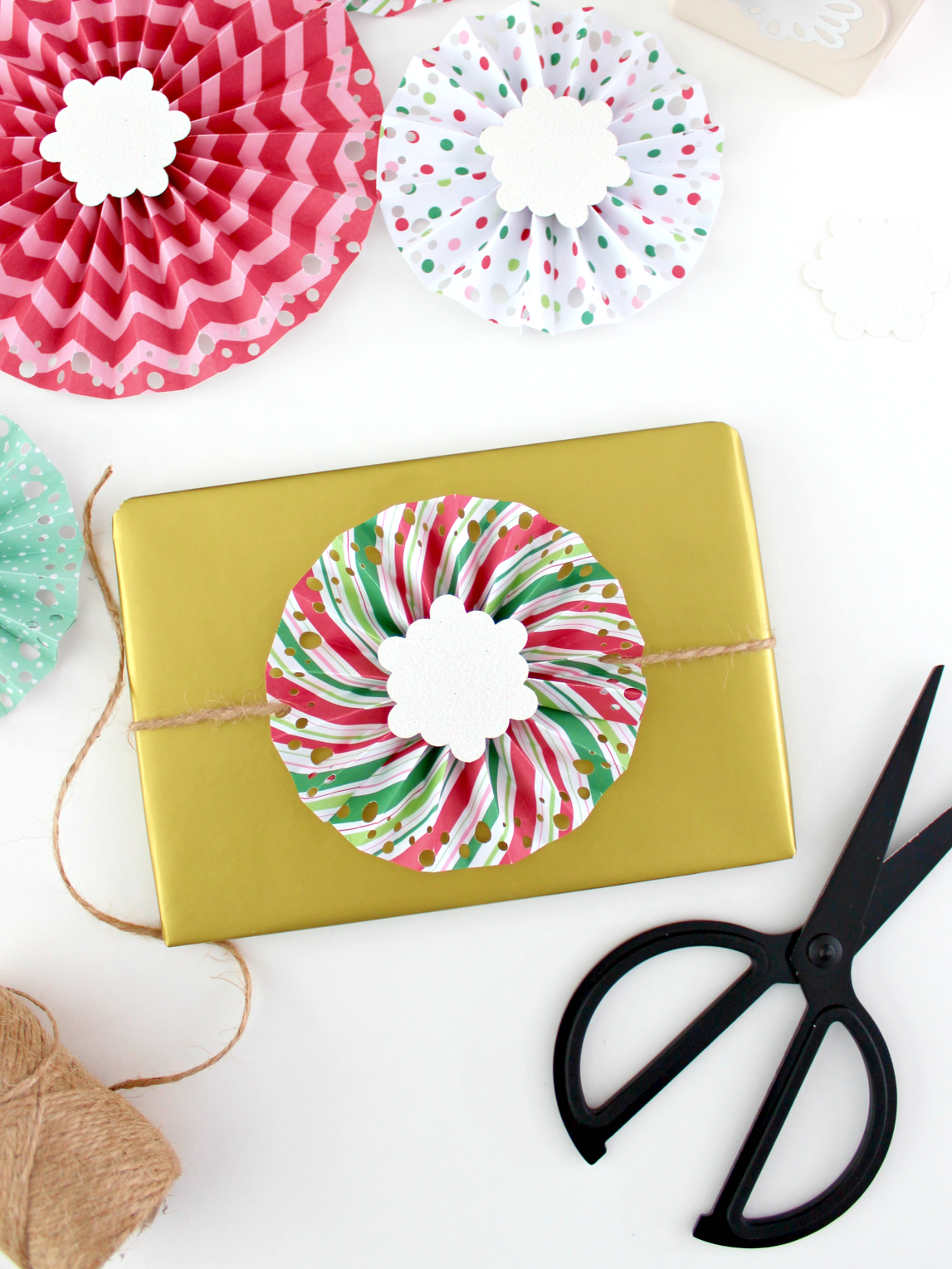 6 WAYS I'M WRAPPING MY HOLIDAY GIFTS THIS YEAR