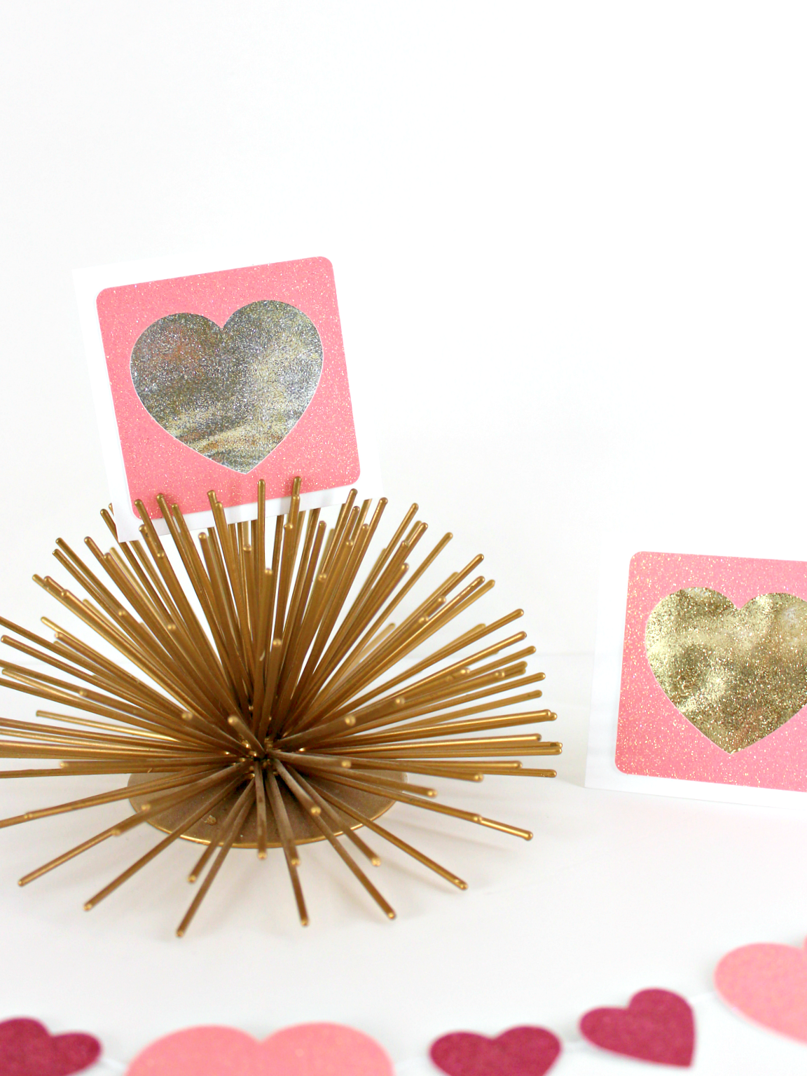 SHAKER GLITTER HEART CARDS (WITH FREE SVG FILE)