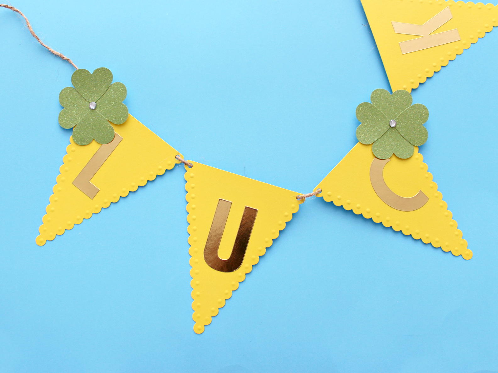 """A """"LUCKY"""" PAPER GARLAND FOR ST. PADDY'S DAY"""