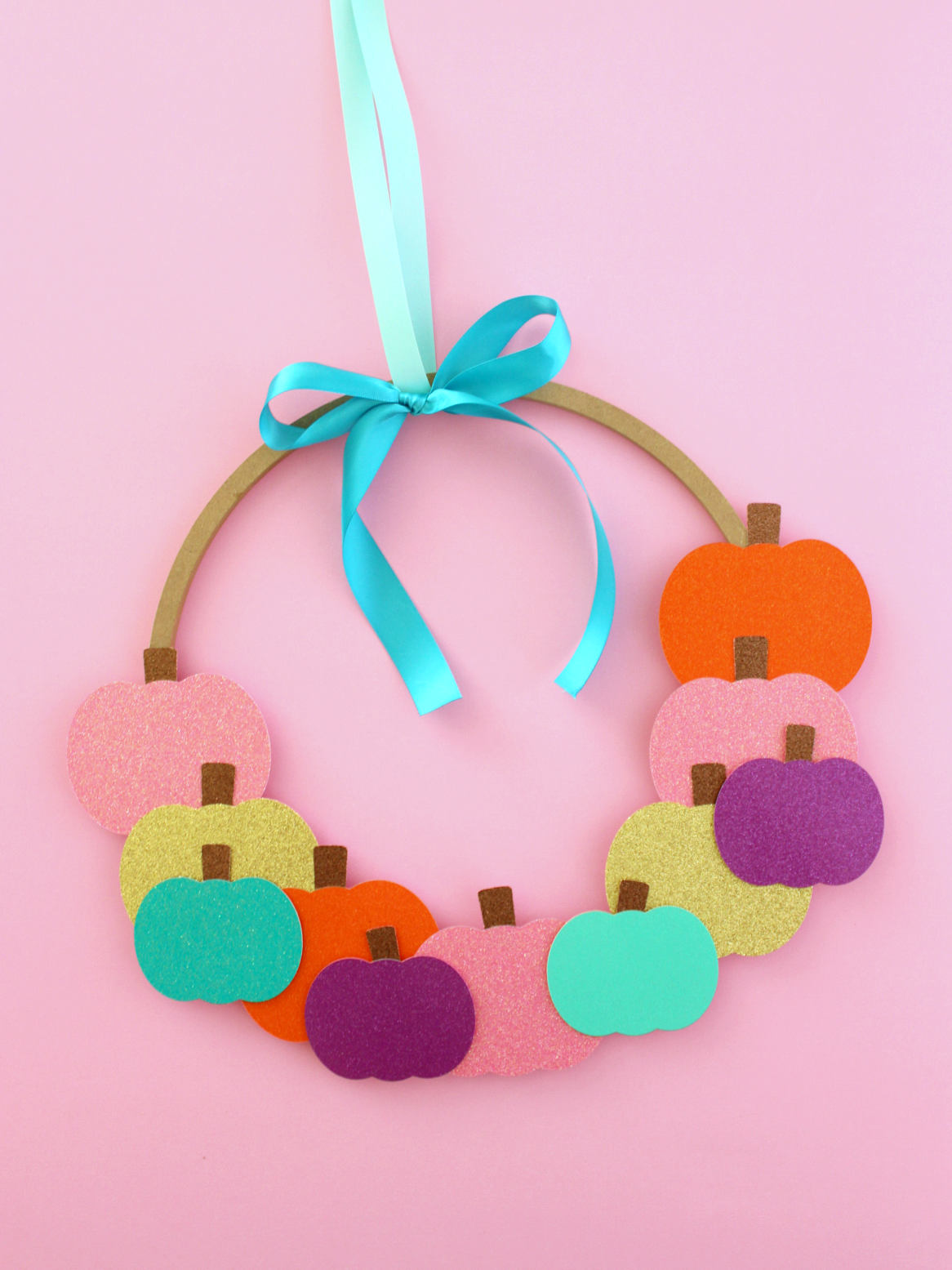 GLITTERY PAPER PUMPKINS WREATH (WITH FREE TEMPLATE)