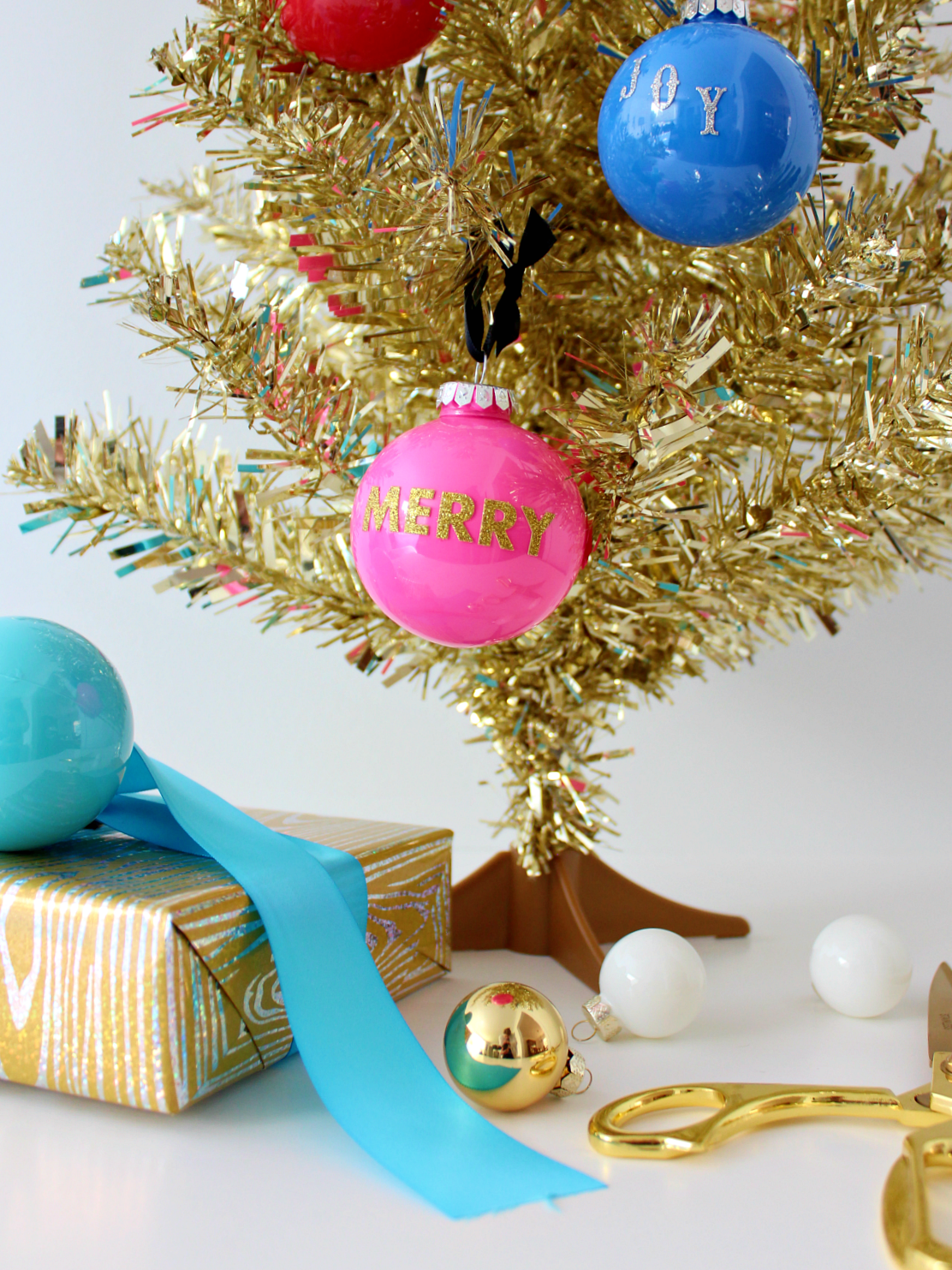 DIY COLOURFUL WORD BAUBLES