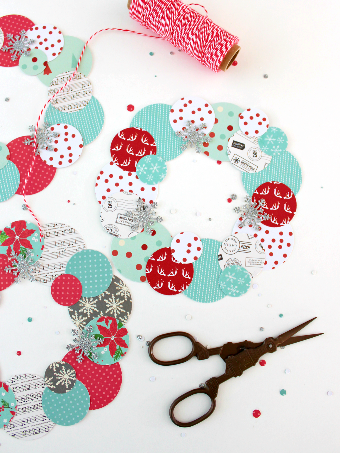 HOLIDAY PAPER WREATHS
