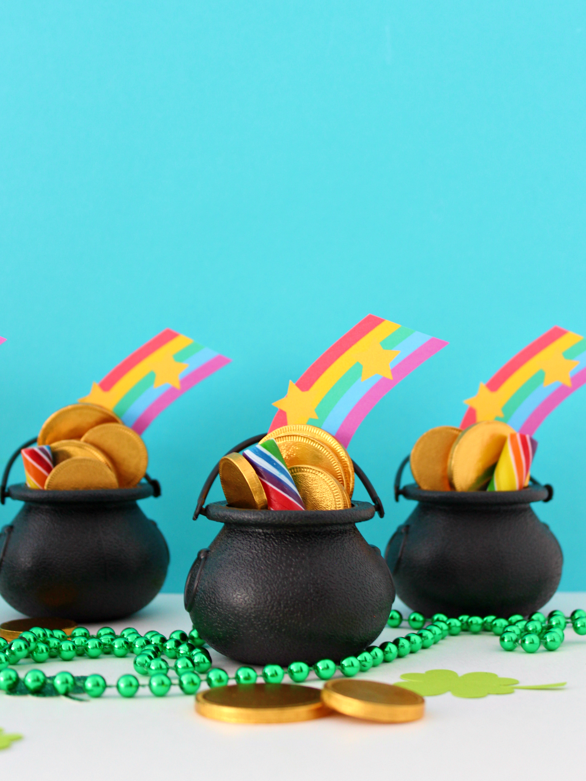 ST.  PADDY'S DAY CANDY CAULDRONS WITH FREE PRINTABLE RAINBOW
