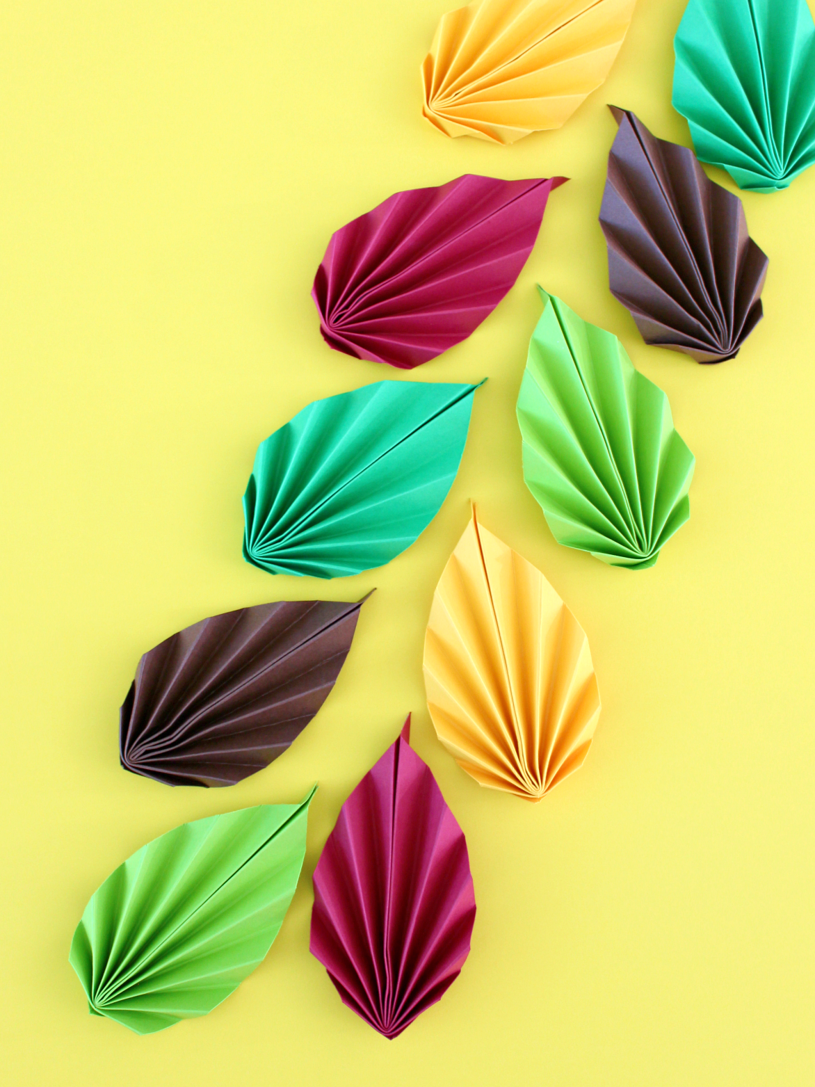 ACCORDION PAPER FALL LEAVES