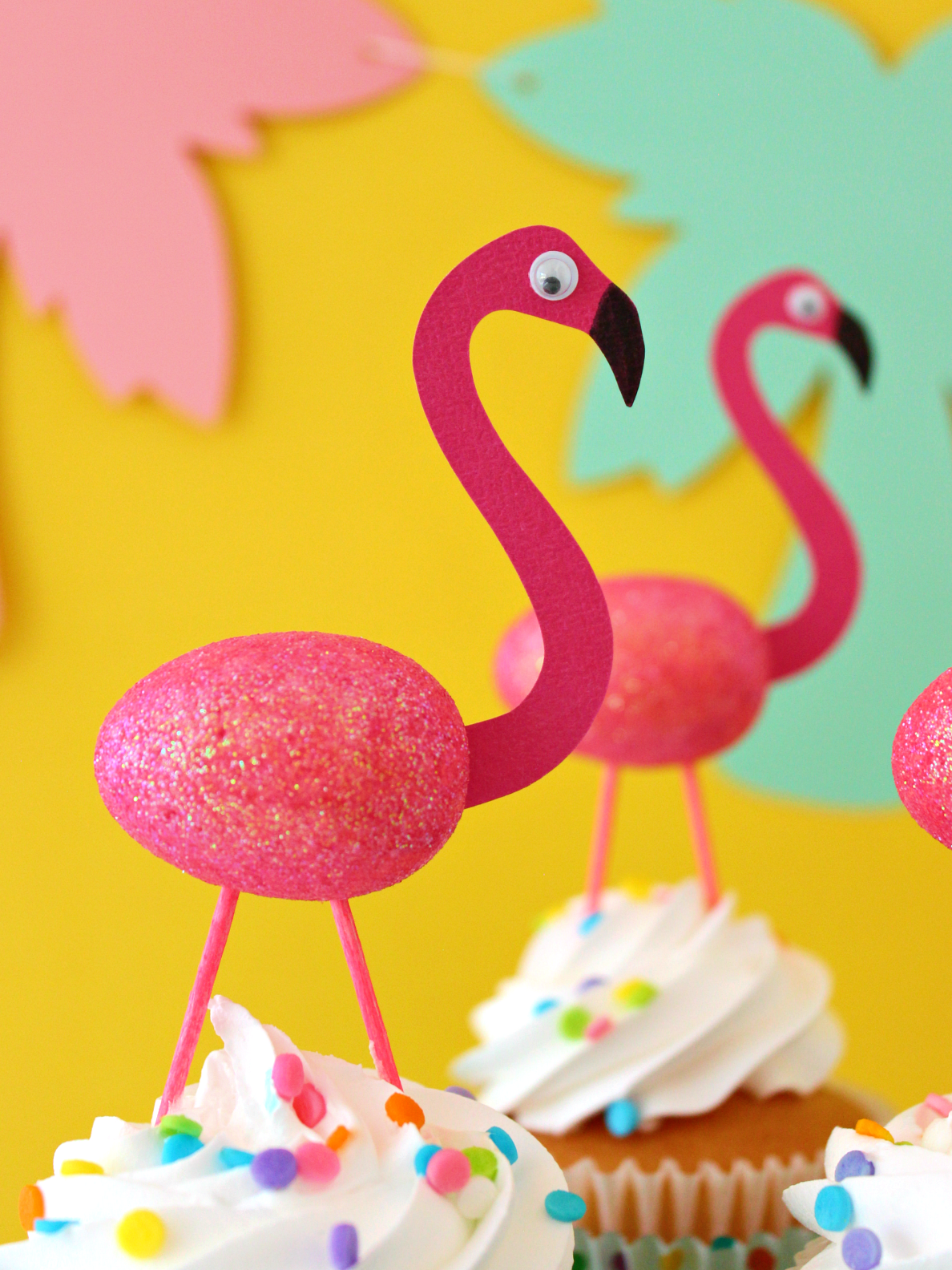 EASY FLAMINGO CUPCAKE TOPPERS (WITH FREE CUT FILE)