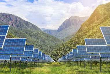 solar-panels-with-mountains-in-backgroun