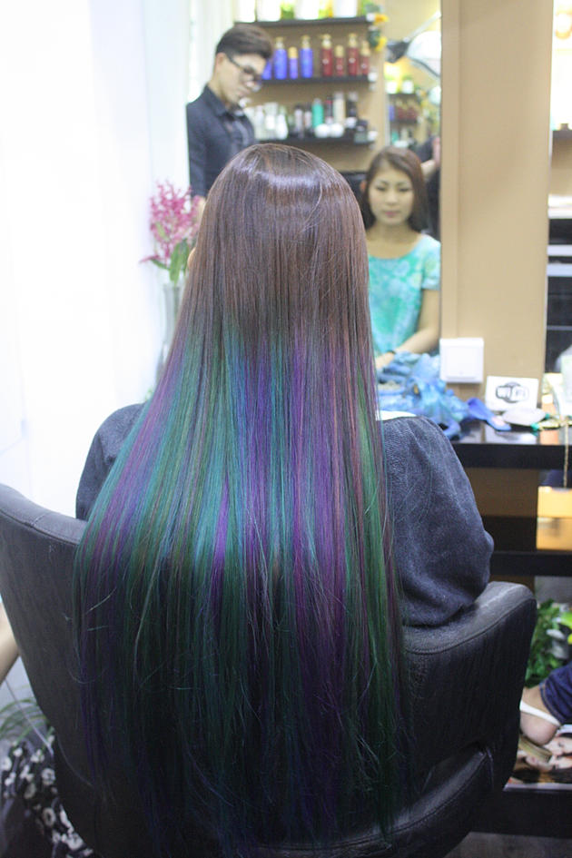 Syrena Singapore's first mermaid ombre Coloring D'sire Hair