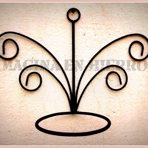 Imagina en hierro fabricaci n de adornos y muebles de - Maceteros para pared ...