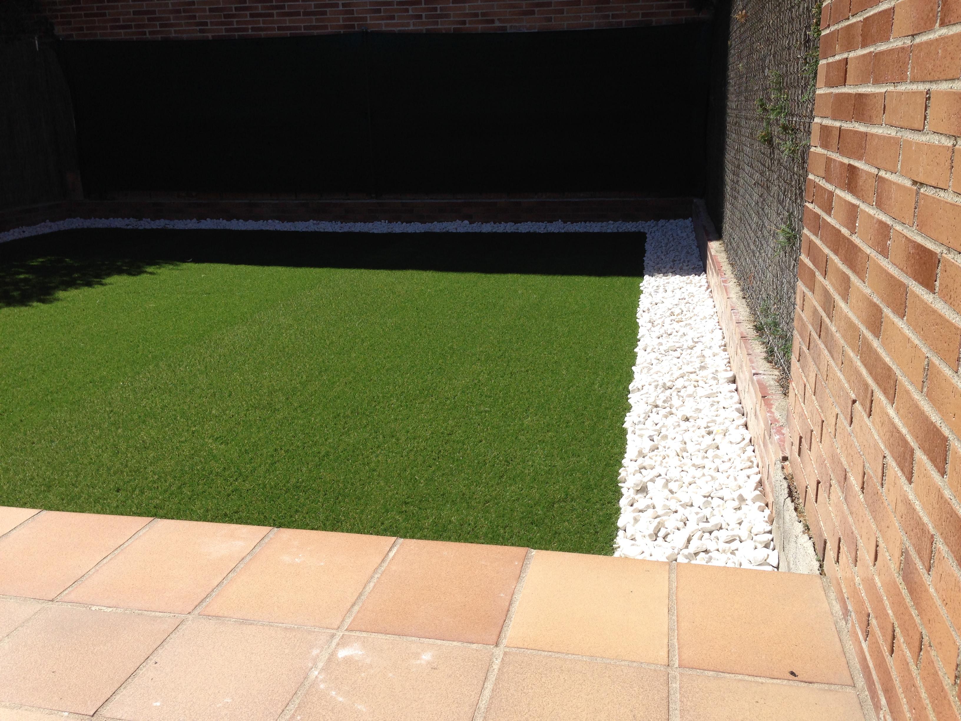 Nueva galer a de jardines con c sped artificial allgrass for Drenaje de jardin