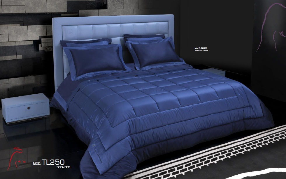 cama 7.900€. mesita 2.100€