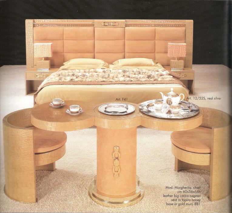 cama 14.000€. mesa 3.800€