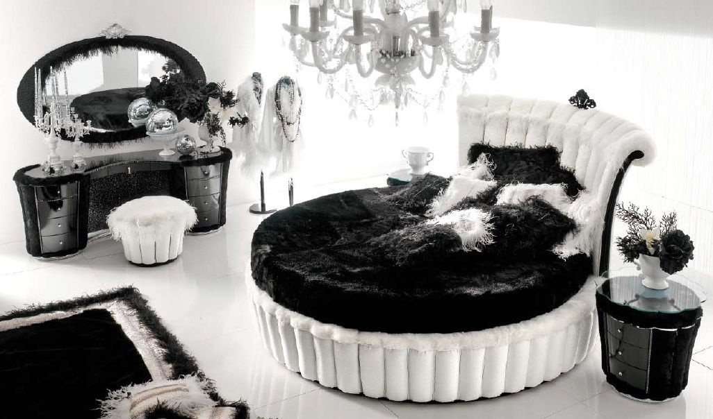 cama 12.000€. mesita 3.080€