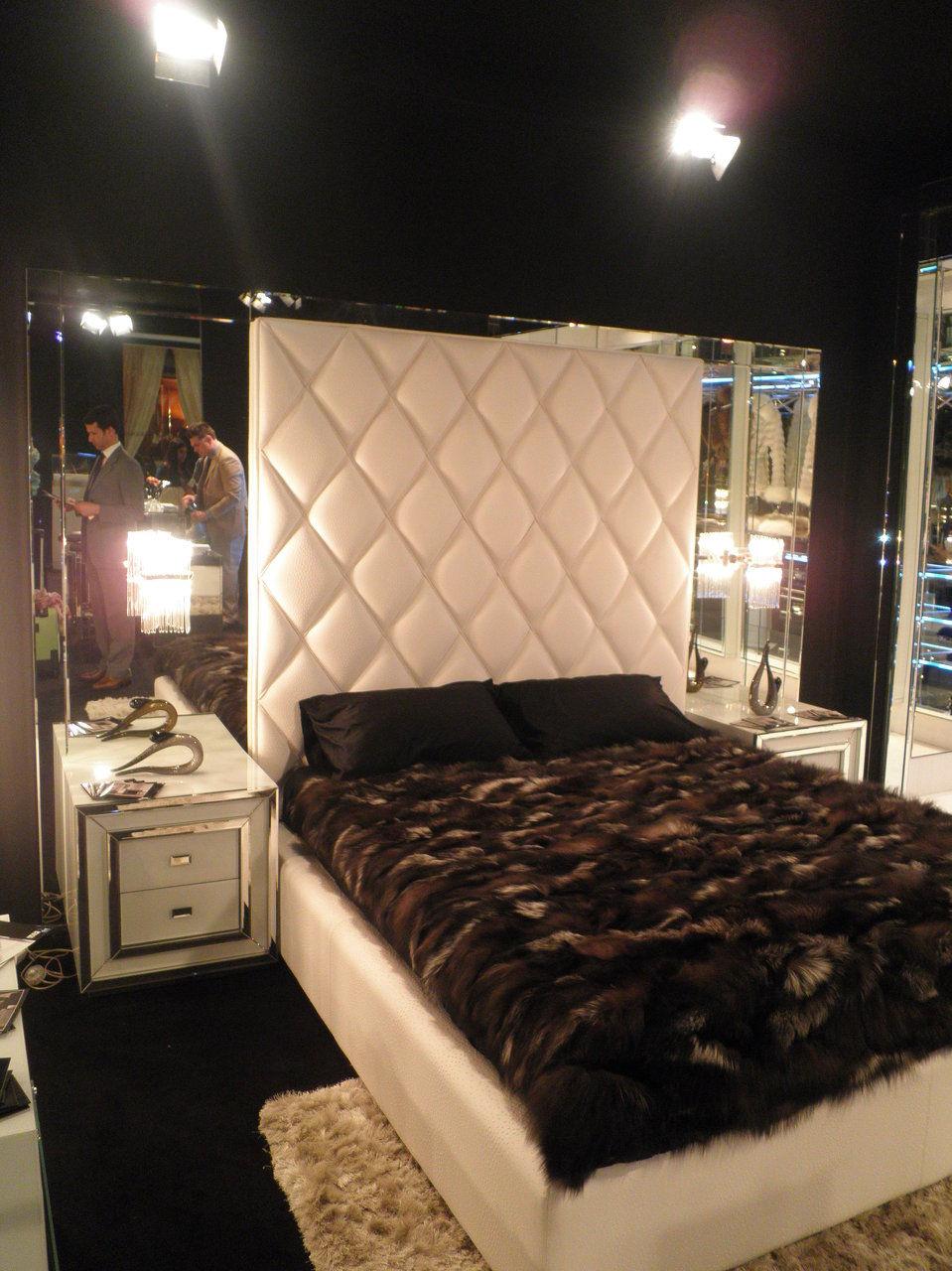 cama con panel 8.000€