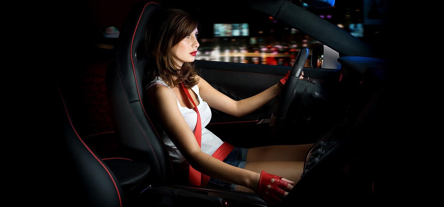 Смотреть порно с симпатичной брюнеткой в автомобиле мерседес бенс 14 фотография