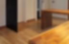 용인 두산위브는 현관부터 쾌적성을 고려하여 공간을 설계했으며, 앉아서 신발을 신을 수 있는 현관가구는 물론 측면 수납장도 제공합니다.