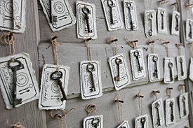 Vintage keys place cards wedding