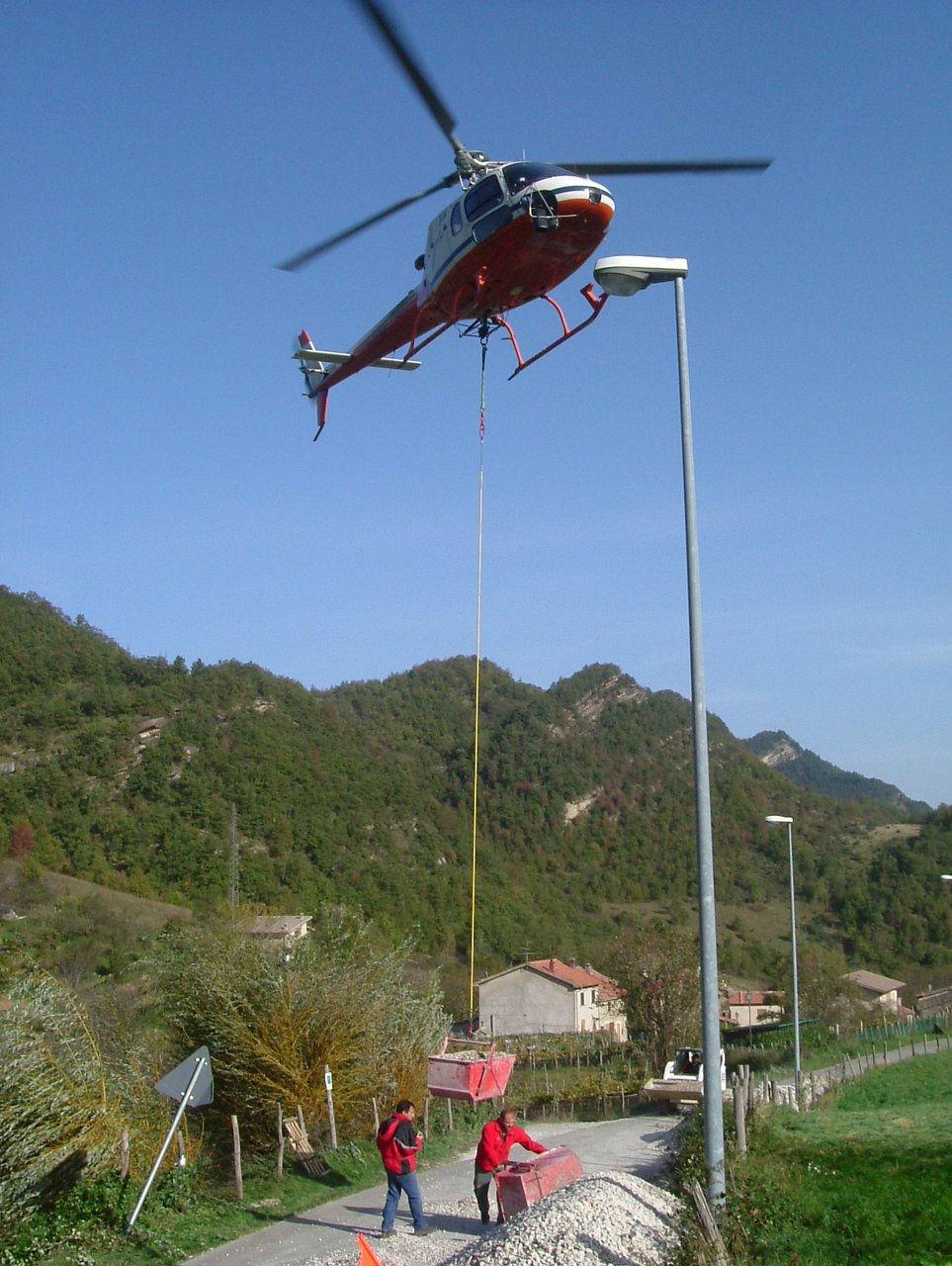 Elicottero Trasporto : Nova iter s r l consolidamento pareti rocciose marche