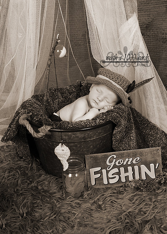 Newborn Photography by Worth a 1000 Words Studios in St.Joseph MO 816-279-6000
