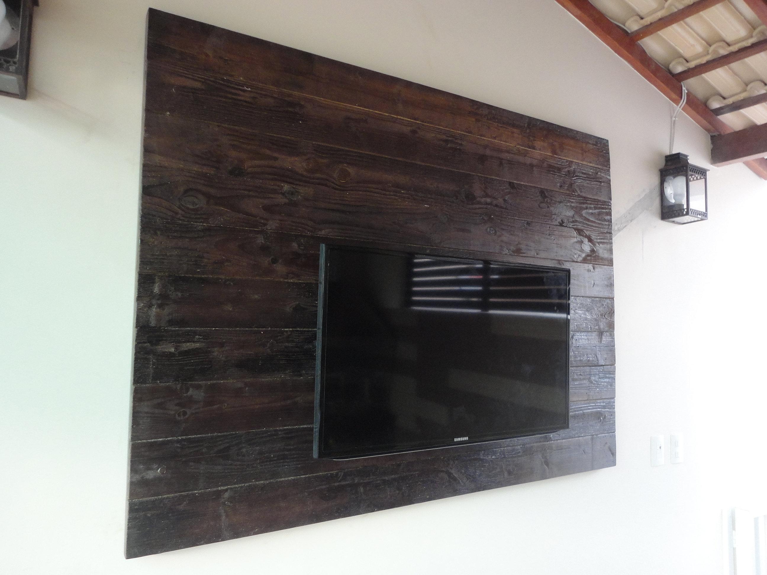 Painel para TV em madeira de demolição tingimento imbuia 2 5 x 130  #79594F 2592x1944